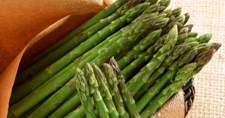 Salad with Cedar Nut Oil and Asparagus